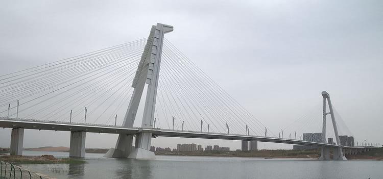 An empty Great Kangbashi bridge.