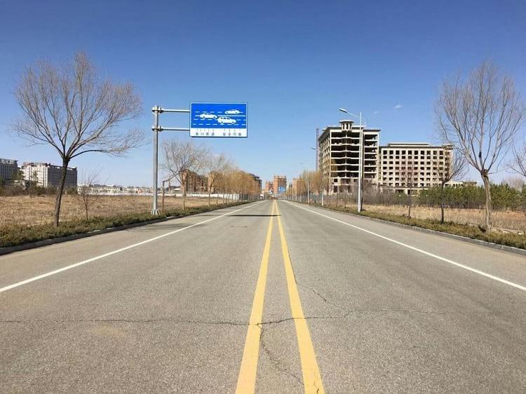 A quiet street of Kangbashi.