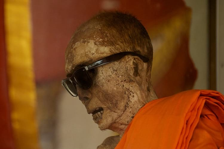 Loung Pordaeng: Closeup shot of the mummified monk.