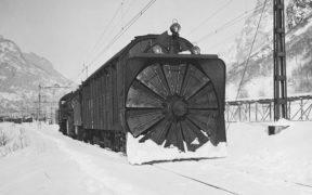 Rotatory snowplow train.