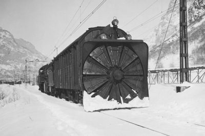Rotatory snowplow train.