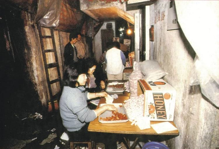 Food preparation in Kowloon Walled City