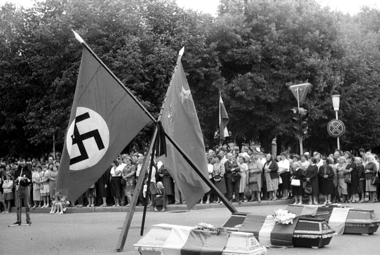 Protest in Šiauliai on the same day, with three coffins decorated with national flags placed under Soviet and Nazi flags