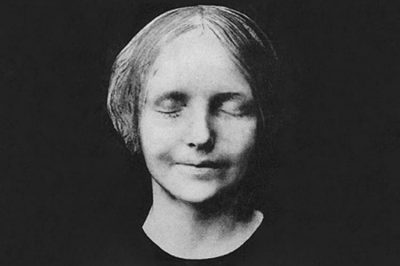 The death mask of the unidentified young woman of the Seine.