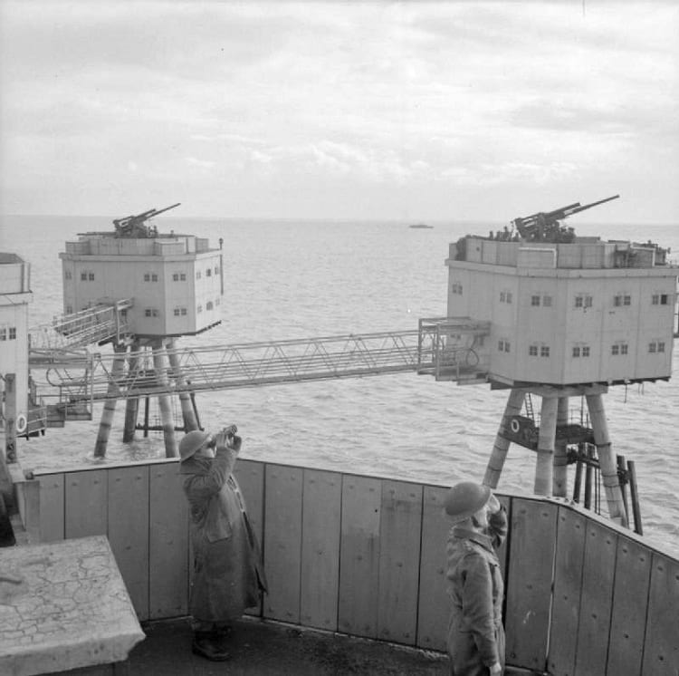 Maunsell Sea Forts: British army watching the sky from Anti-aircraft defence fort.