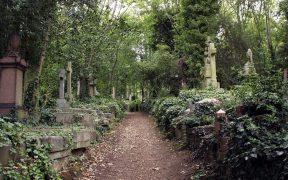 Highgate Cemetery, England.