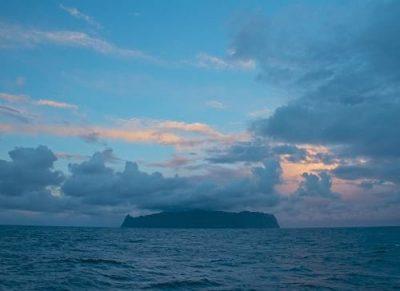 The approach to Tristan da Cunha.