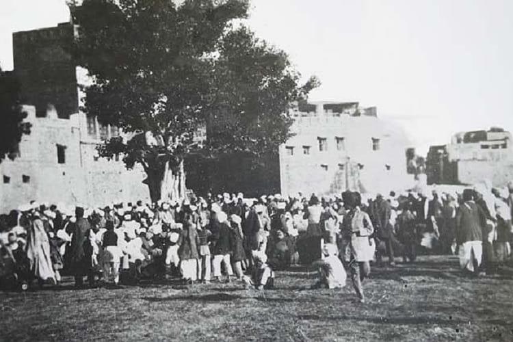 A crowd gathered at Jallianwala Bagh