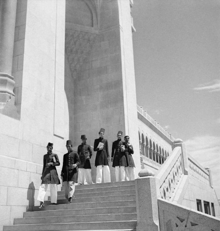 Osmania University students wearing Deccani sherwani.