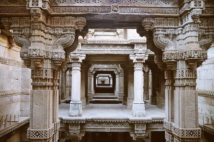 The upper storey of the stepwell.