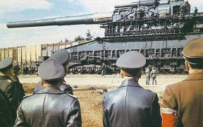 Adolf Hitler watching the Schwerer Gustav.