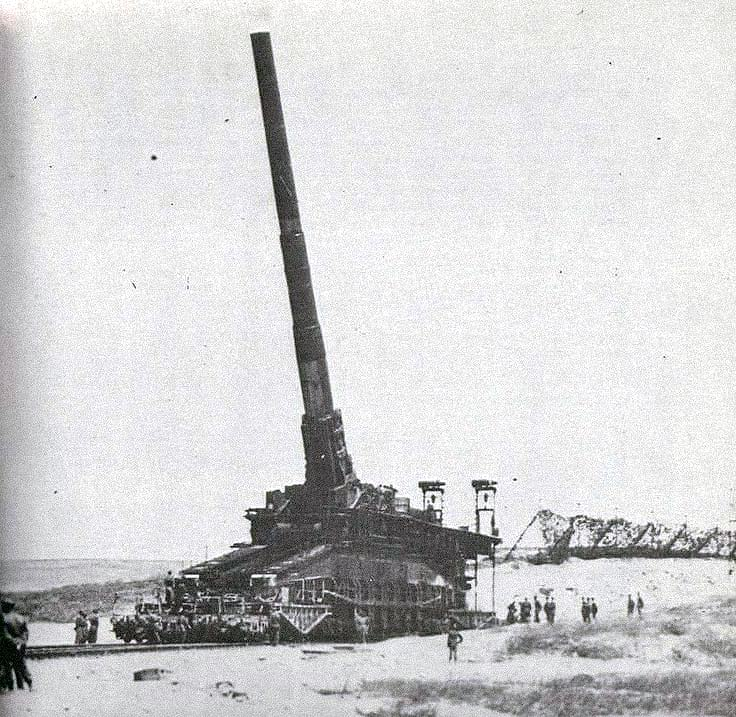The Schwerer Gustav canon in position to fire.