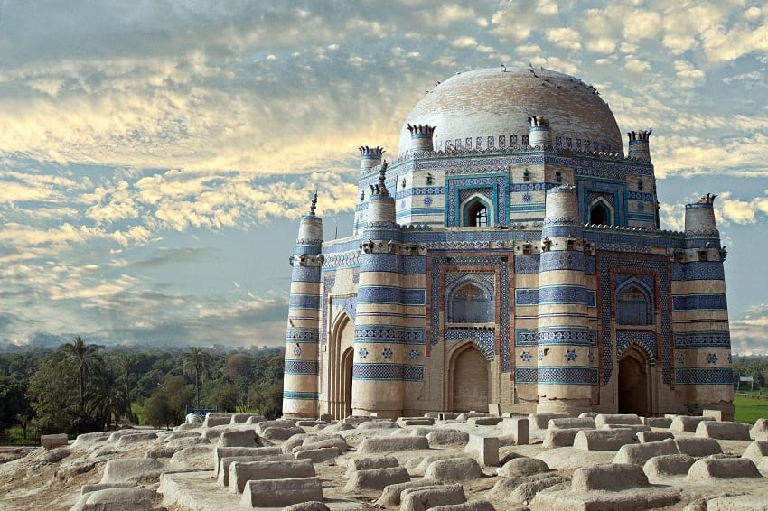 Tomb of Bibi Jawindi: On Cross Roads of Islamic Ethos - STSTW