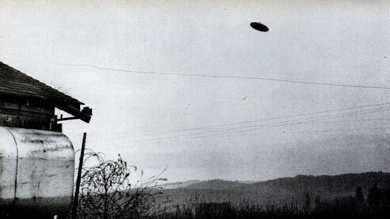 The McMinnville UFO photographs
